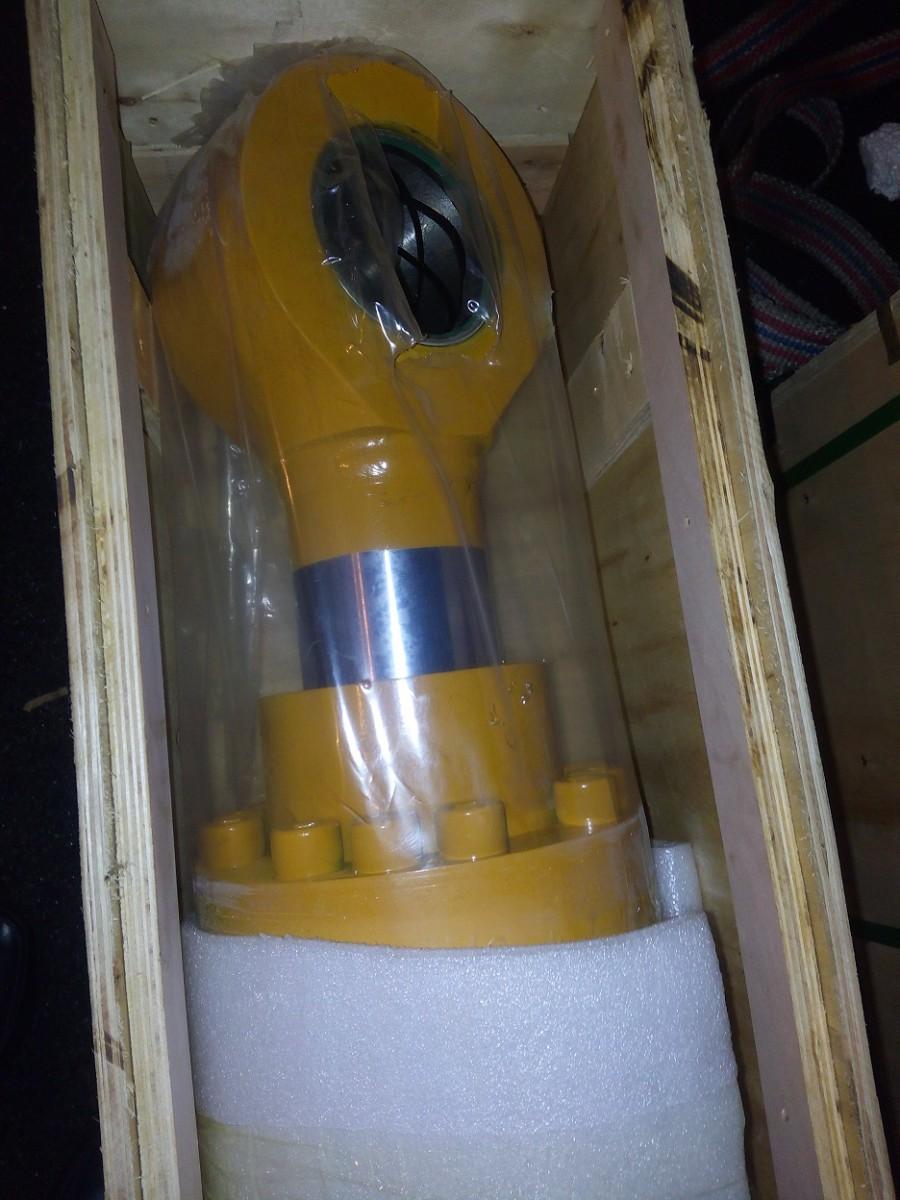 Гидроцилиндр ковша 31QB-63110