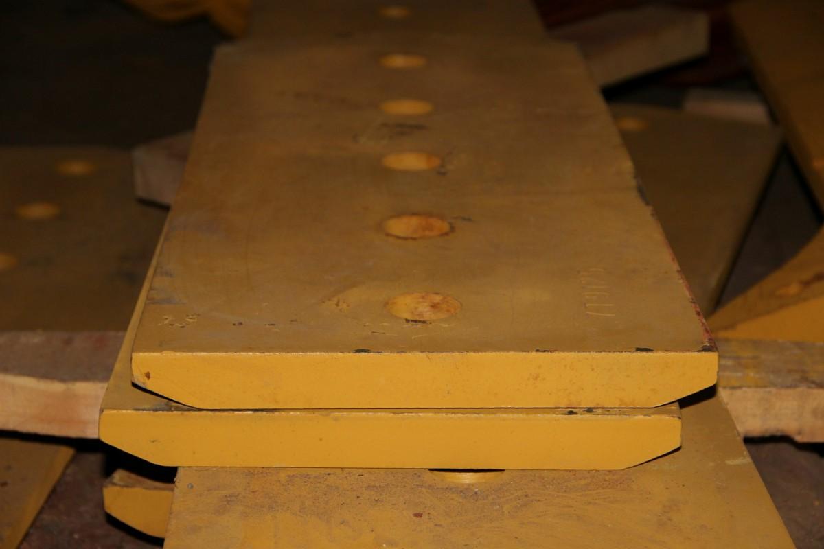 Нож отвала центральный 7T-9125