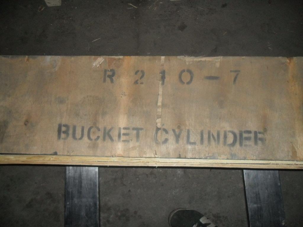 Гидроцилиндр  ковша  31N6-60110