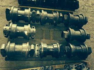 Каток опорный Komatsu 208-30-00210