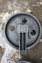Колесо направляющее Komatsu 201-30-00260